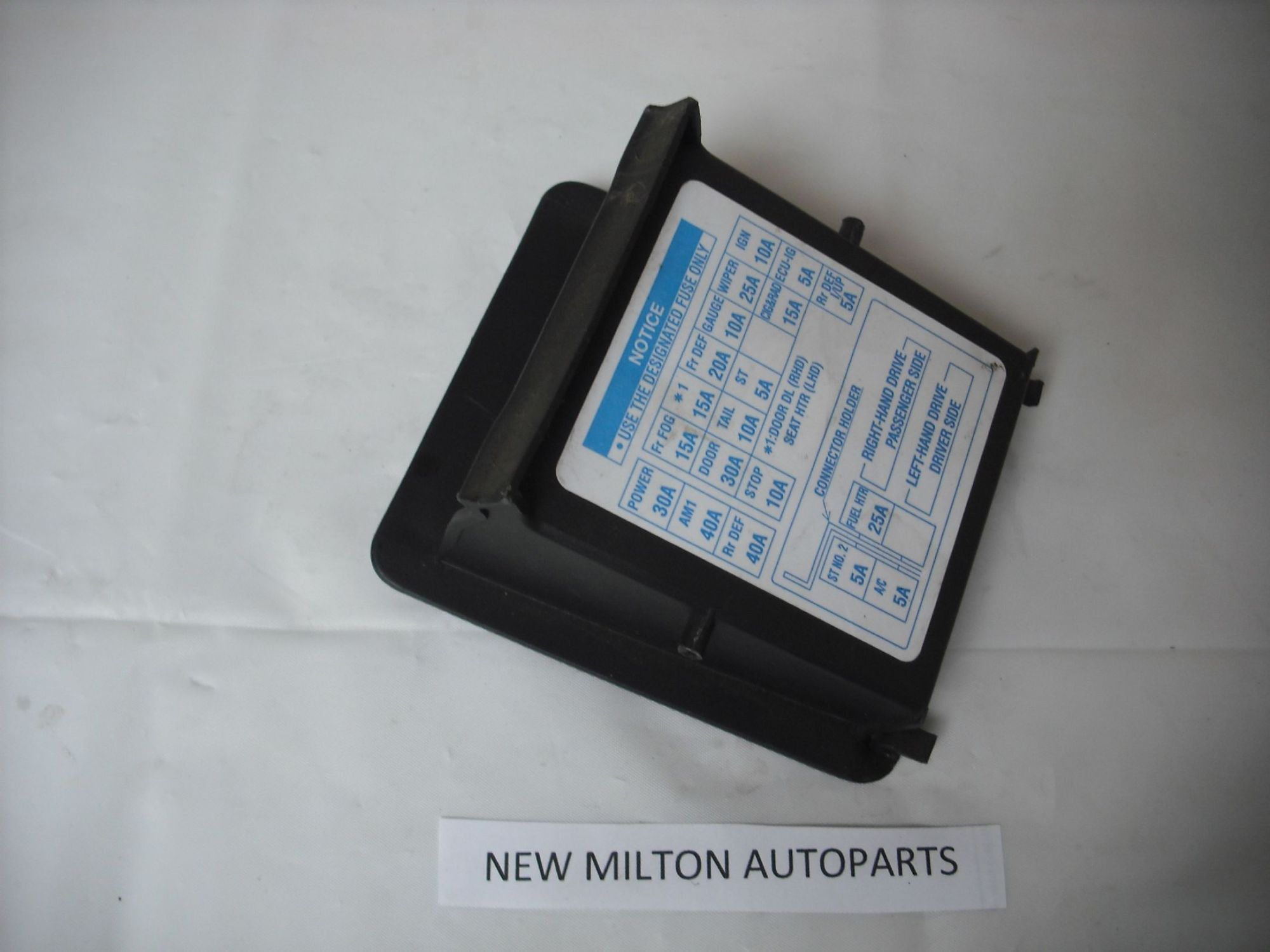 hight resolution of toyota avensis mk1 dash fuse box cover tray